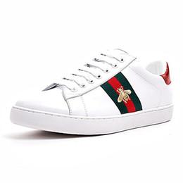 Barato Diseñador de lujo Hombres Mujeres Zapatillas de deporte Zapatos casuales Low Top Italy Brand Ace Bee Stripes Zapato para caminar Zapatillas deportivas Chaussures Pour Hommes desde fabricantes