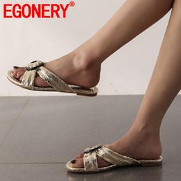 zapatillas doradas Rebajas Zapatos de mujer EGONERY verano más nuevo decoración de metal informal zapatilla de mujer fuera cómodo más tamaño negro oro zapatos de las señoras
