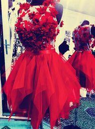 Noite curto vestidos de cocktail de tule on-line-2019 elegante tule vermelho vestidos de cocktail curto mangas ilusão robes de cocktail party dress vestidos de noite vestidos de fiesta de coctel