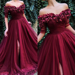 vestidos chá comprimento frente mais comprido Desconto Elegante Carmine Vestidos de Baile 2019 Fora Do Ombro Bordados Artesanais Pétalas de Rosa Tecido de Tule Vestidos de Noite Ocasiões Especiais