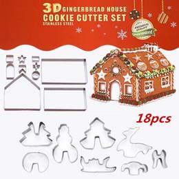 2019 paquetes de vivienda Tema de la Navidad molde de la galleta 18 unids / set de acero inoxidable 3D DIY doble azúcar pastel pan pan de jengibre casa de metal cortadores de pastel molde molde paquete paquetes de vivienda baratos