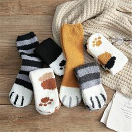 Künste kawaii online-6 Farben Neuer Winter verdicken Pelzchen Socken Katzen-Tatzen-Cartoon-Frauen-nettes Schlafen nach Hause Fußboden Fluffy Socken Mode Kawaii Weihnachtsstrümpfe M342Y