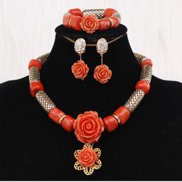 2019 contas de coral vermelho nigeriano 4Ujewelry declaração colar conjunto encantos orange or red nigeriano coral beads colar conjunto de jóias de ouro traje de jóias de dubai novo contas de coral vermelho nigeriano barato