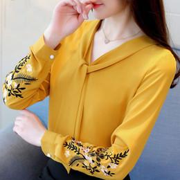 Blusas da luva do flutter camiseta on-line-Mulheres Roupa Mulheres Blusas manga comprida Chiffon Mulheres Blusa Mulher Blusas 2019 shirt Tops Feminino Blusas 0547 Flutter Sleeve