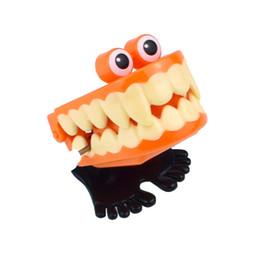 Зуб онлайн-Дети Wind Up Toys Vampire Jump Зубы с Глазами Заводные Игрушки Ужасы Призрак Ходячие Зубы Хэллоуин Праздничные Атрибуты Подарки для Детей