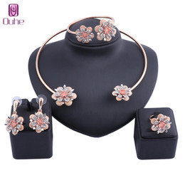 африканские свадебные наборы dubai Скидка Exquisite Dubai Gold Color Crystal Flower Necklace Jewelry Set Nigerian Wedding Woman Accessories African Beads Jewelry Set