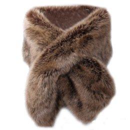 cappotto di poncho grigio Sconti Gilet di pelliccia senza maniche Donna Poncho e mantello Scialle nuziale Flurry Wrap Nero Bianco Rosso Grigio Faux Fur Coat per donna