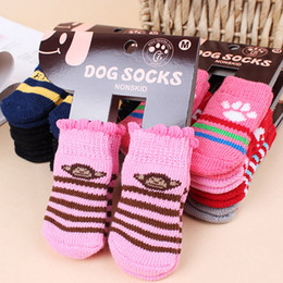 Calzini scivolanti per cani online-Calzini Pet Dog inverno caldo Cute Puppy Dogs Morbido cotone antiscivolo Knit Weave Sock Skid Bottom Sock Dog Apparel DHL libero WX9-1262