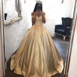 2019 Impresionante fuera del hombro Vestidos de quinceañera dorados Apliques Vestido de bola para niñas Ropa formal Vestido de fiesta para bodas BC2066 desde fabricantes