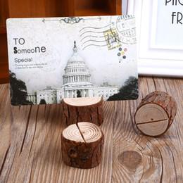 2019 stand di matrimonio 10 pz / lotto ceppo di legno tabella del basamento del basamento numero posizione nome del luogo Memo Titolare della carta Photo Clip Wedding Home Decoration sconti stand di matrimonio