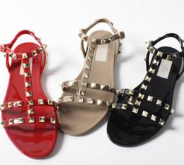 Желе обувь онлайн-classics women flat sandal rivets Flat-bottomed beach shoes Women's seaside jelly sole with anti-skid rivet  sandals 35-40