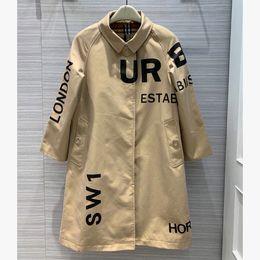 2020 abrigos largos británicos de las mujeres capas de foso de gabardina larga rompevientos impermeable Cinturón otoño invierno estilo de Nueva Inglés color sólido Carta británica 91A impresión abrigos largos británicos baratos