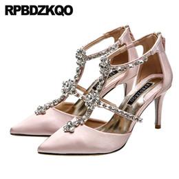 Zapatos rosados de la boda del diamante del rhinestone online-tacones altos mujeres de cristal t correa bombas marfil diamante zapatos de boda 3 pulgadas satén nupcial rhinestone punta puntiaguda tiras finas rosa