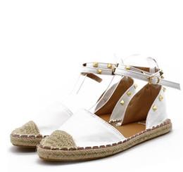 Perçin Marka Bayan Tasarımcıları Ayakkabı Bahar Giyim tasarımcı sandalet düz ayak bileği slaytlar artı boyutu 6-10.5 cheap plus size sandals nereden artı boyutu sandaletler tedarikçiler