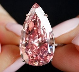 Cristais em forma de pêra on-line-Novas gotas de água quente em forma de pêra anel de pedra de cristal topázio rosa na Europa e a mão feminina exagerada agir o papel ofing é provado