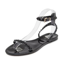 Europa e gli Stati Uniti nuovi rivetti sandali di plastica sandali scarpe da donna open toe scarpe da spiaggia da scarpe di moda in europa fornitori