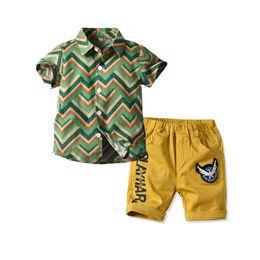 bambini abiti firmati ragazzi abiti casual per bambini set camicia a righe + pantaloncini Summer beach abbigliamento ragazzi set abbigliamento per bambini abbigliamento per ragazzi A5701 da