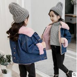 2019 vestuário idade 12 Novas roupas de inverno de 2019, versão coreana, jeans ocidentalizado, jaqueta de algodão curta, meninas e crianças de meia-idade com jaqueta de veludo vestuário idade 12 barato