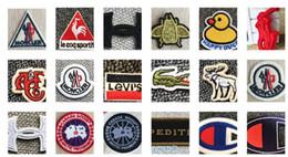 Autocollants de vêtements de broderie en Ligne-(30 Différents Styles) Animaux Parches Broderie Fer Sur Des Patchs pour Vêtements Aliments DIY Rayures Vêtements UFO Stickers Appliques