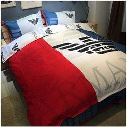 Set di biancheria da letto minimalista di nuova moda composto da quattro set di biancheria da letto in fibra chimica di cotone aloe vera quattro set 8102 da set di biancheria da letto di ricamo a mano fornitori