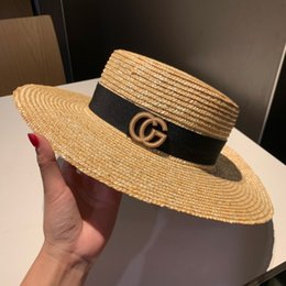2019 sombreros de mujer Guc Ladies big eaves Sombrero de ala ancha sombrero de bombín con la parte superior plana que utiliza hierba de paja de alta calidad para hacer un sombrero de sombrilla de moda para el ocio sombreros de mujer baratos