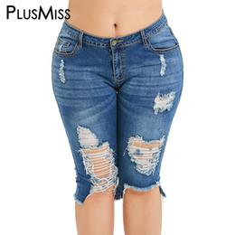 xxxl tamanho jeans feminino Desconto PlusMiss Plus Size 5XL Rasgado Denim Na Altura Do Joelho Calças De Brim Das Mulheres Tamanho Grande Calças Afligidas Shorts Jeans Mom Femme Verão XXXXL XXXL
