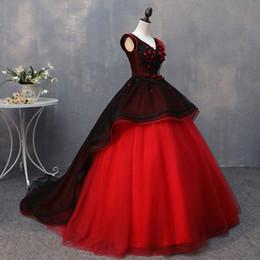 2018 Nuevo Vestido Rojo Y Negro De Encaje Con Cuello En V Vestido De Fiesta De Quinceañera Apliques De Encaje Hasta Dulce 16 Vestidos Debutante 15