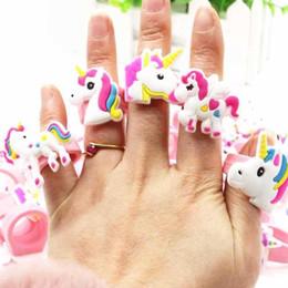2019 giocattoli in silicone per bambini Bambini Silicone Unicorno Ragazze Party Anelli Giocattoli di gomma di compleanno Accessori regalo dito del partito Dito DEC494 sconti giocattoli in silicone per bambini