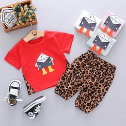 enveloppes d'amour Promotion Bébé garçons tenues décontractées Enfants dessin animé lettre enveloppe de coeur amour coeur imprimé col rond T-shirt manches + shorts léopard 2pcs ensembles F6850