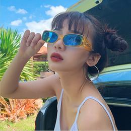 f34ae3352308e9 2019 Modemarke Designer Brille Sonnenbrillen für Frauen Vintage modische  schmale Frau Sonnenbrille Square Spiegel Männer UV400