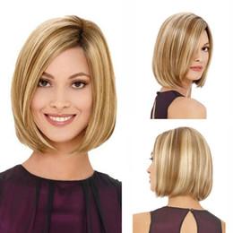 Damen bob perücken online-Natural Gold Blonde Leinen Pre gerupft Bob Lace Perücke natürlichen Haaransatz für schwarze Frauen Hitzebeständige Damen kurze glatte Haare