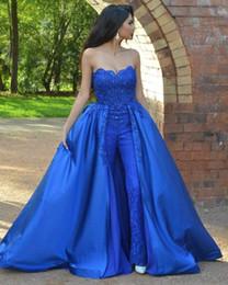 2019 mono de encaje azul real Royal Blue Women Jumpsuit Vestidos de baile 2019 Sin tirantes de encaje moldeado Longitud del piso Vestidos de noche formales del partido con sobre faldas Medio Oriente mono de encaje azul real baratos