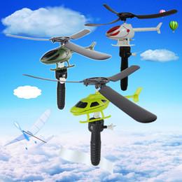 Hubschrauber pull spielzeug online-Griff ziehen das Flugzeug Spielzeug Luftfahrt lustige niedliche Outdoor-Spielzeug für Kinder Baby spielen Geschenk Modell Flugzeug Hubschrauber Kinder Partei gefallen FFA2232