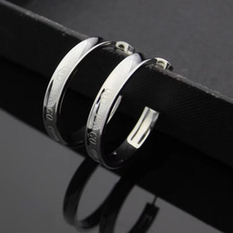 2019 metà orecchini LUX famoso designer di marca mezzo cerchio amore orecchini t lettere orecchini orecchino gioielli accessori per le donne regalo di nozze spedizione gratuita metà orecchini economici