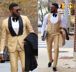 2019 novios, boda, ropa Ropa Traje de negocios Traje Slim fit Diseño informal Champagne Prom Trajes Novios Tuxedos para hombres Traje de boda (Chaqueta + Pantalones + Chaleco) novios, boda, ropa baratos