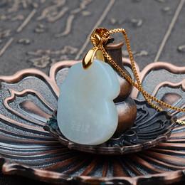 Colgante de arveja online-Fabricantes de venta directa pie natural jadeíta de oro A productos colgantes hombres y mujeres moda collar de oro jade deseoso Four Seasons Peas