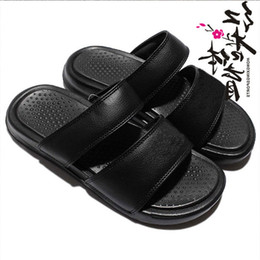 1771bee6a China New arrivel Designer shoes womens Sandales Luxury brand white black  mens Beach shoes Casual fashion