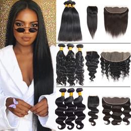 2019 pelo lacio en bruto Raw Virgin Indian Hair Lata de agua de cuerpo recto Paquetes con Frontal Brasileño Onda profunda Paquetes de cabello humano con cierre Extensiones rizadas pelo lacio en bruto baratos
