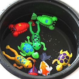 Bagno di rana online-Clockwork Bath Toy Animali Rana Baby Shower Nuoto Carino Divertente Wind Up Multiple Mixes 1 16sw F1