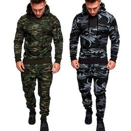 2019 ternos de camuflagem masculinos de moda Homens novos da forma ajustaram Hoodies da camuflagem da luva longa ajustados Fato masculino do fato de desporto ao ar livre Ternos dos homens ajustados ternos de camuflagem masculinos de moda barato