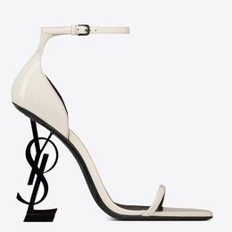 Canada 2019 Marque Sexy chaussures Femme Été Boucle Sangle Rivet Sandales Chaussures À Talons Hauts Bout Pointu De La Mode De Mode Unique YSL Talon Haut Offre