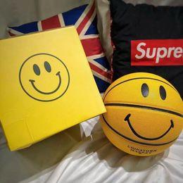novos jogos de trem Desconto Venda quente Smiley New York Chinatown mercado de basquete tamanho 7 amarelo sorriso rosto Indoor outdoor training game basketball ball