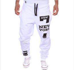 Pantalones holgados blancos para hombre online-nuevo estilo más el tamaño de pantalones para hombre Blanco Gris elástico de la cintura letras impresas ocasionales flojas Harem holgado de danza de Hip Hop Deporte Pant Pantalones Pantalones