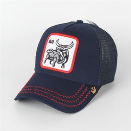 Toro animale online-Summer Fashion Cappelli Mesh ricamo Bull Animali Baseball Caps esterna Cappello per il sole Mens Golf Ball Cap Donne Moda visiera Coppie Cappelli