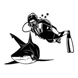 Decalques de carro de tubarão on-line-16.1 * 12 CM Interessante Tubarão E Homem Mergulho Esportes Radicais Silhueta Decal Vinil Etiqueta Do Carro Preto / Prata CA-1118