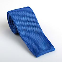 Homme en tenue normale en Ligne-Cravate de loisirs pour hommes Nouvelle robe Tricotée Pure Colors Cravate à tête plate étroite pour mariage