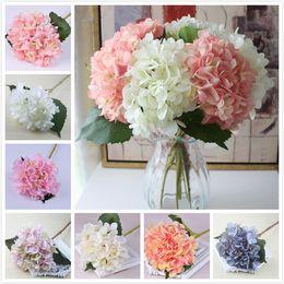 Centro di fiori artificiali per il matrimonio online-18 colori fiore di ortensia artificiale falso seta singolo vero tocco bouquet di ortensie per centrotavola di nozze fiore decorativo festa in casa