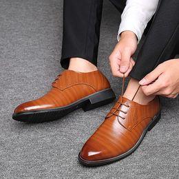 Hot Sale Mazefeng Männer Oxfords Lederschuhe britischen Schwarz Blau Schuhe handgemachter bequemer formales Kleid Mann Ebene Lace Up Plus Size 38 48