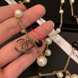 b3f1faacb180 Diseñador de joyas de lujo para las mujeres collar de perlas negras letras  de piedras preciosas cadenas de moda de las mujeres suéter cadena helada