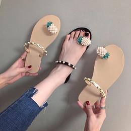 2019 Lindas Zapatillas Dulces Mujer Verano Nueva Versión Coreana de The Set of Toe Piña Encaje Perla Decoración Sandalias Planas 4725 desde fabricantes